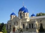 Klasztor prawosławny. Jest to duży kompleks zabytkowych budynków. W oczywisty sposób jest to ośrodek krzewienia rosyjskości.