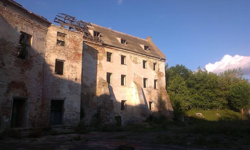 Klebań ruiny zanku