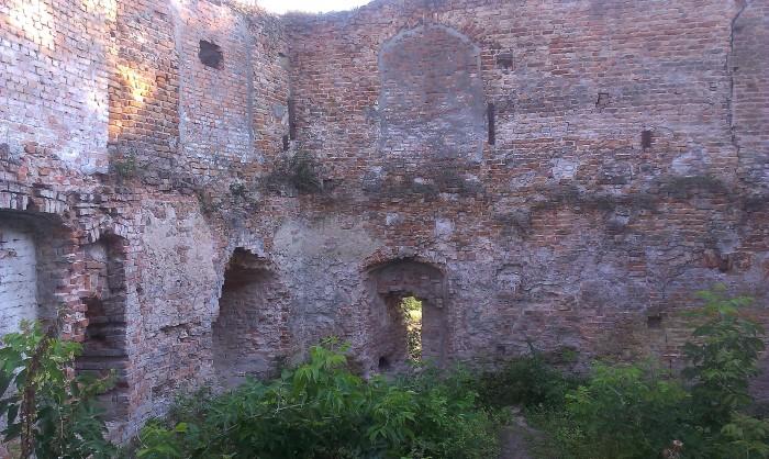 Klebań zamek ruiny