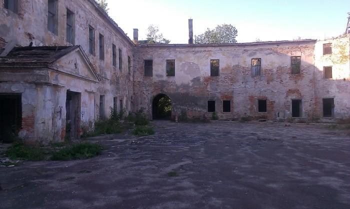 Klebań ruiny zamku, do conajmniej końca lat 50-tych było tu więzienie NKWD